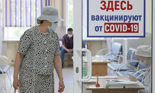 Кремль назвал ревакцинацию неизбежной