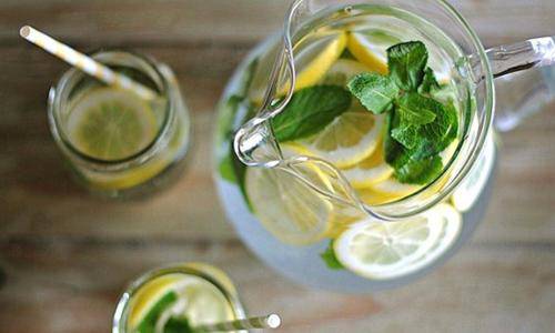 Вода с лимоном натощак – как данная привычка изменит вашу жизнь?